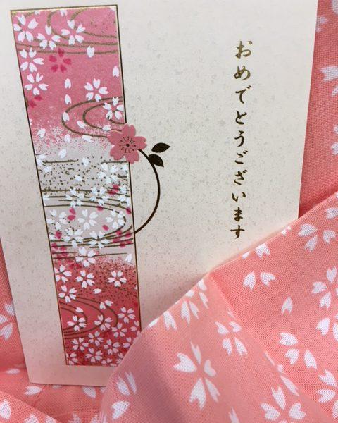 2020年、令和初の卒園、卒業式の記念品にタオルを贈る 松竹タオル店